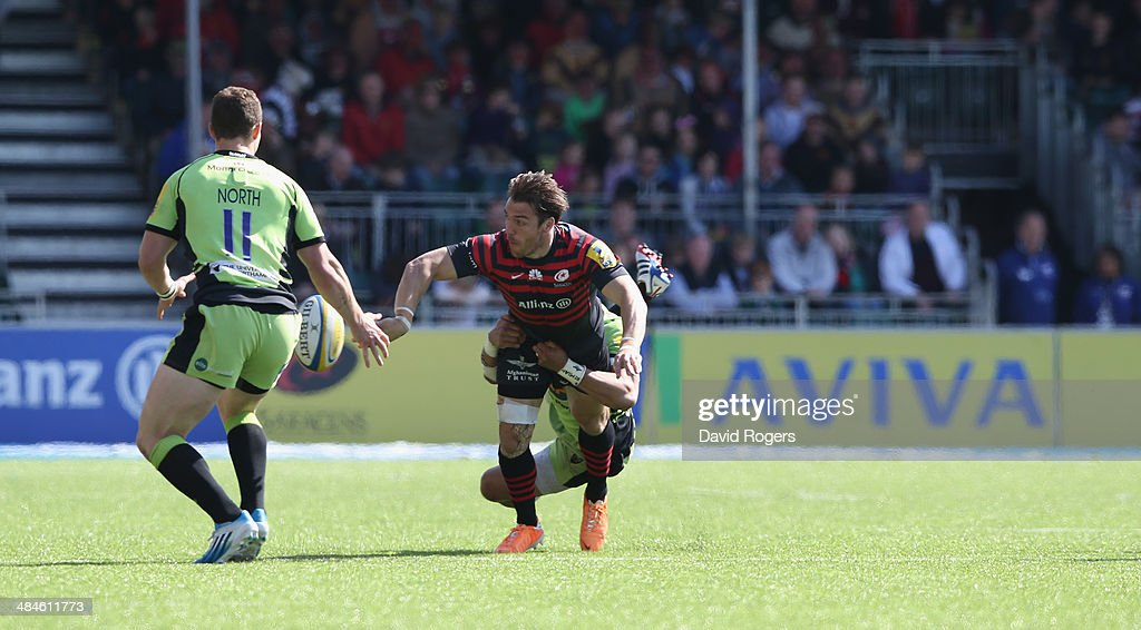 <a gi-track='captionPersonalityLinkClicked' href=/galleries/search?phrase=Chris+Wyles&family=editorial&specificpeople=764213 ng-click='$event.stopPropagation()'>Chris Wyles</a> of Saracens off loads the ball during the Aviva Premiership match between Saracens and Northampton Saints at Allianz Park on April 13, 2014 in Barnet, England.
