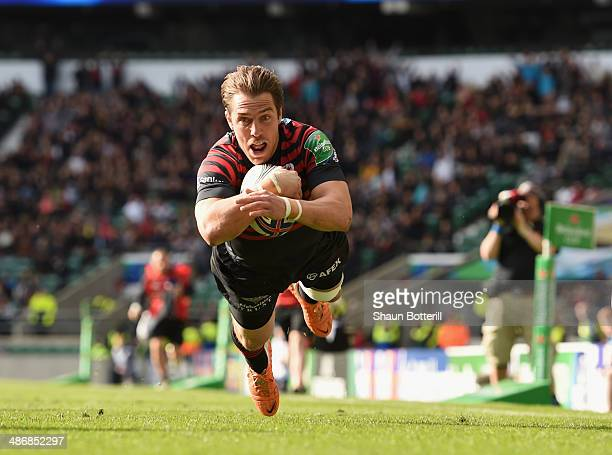 Chris Wyles of Saracens scores a try during the Heineken Cup SemiFinal match between Saracens and ASM Clermont Auvergne at Twickenham Stadium on...