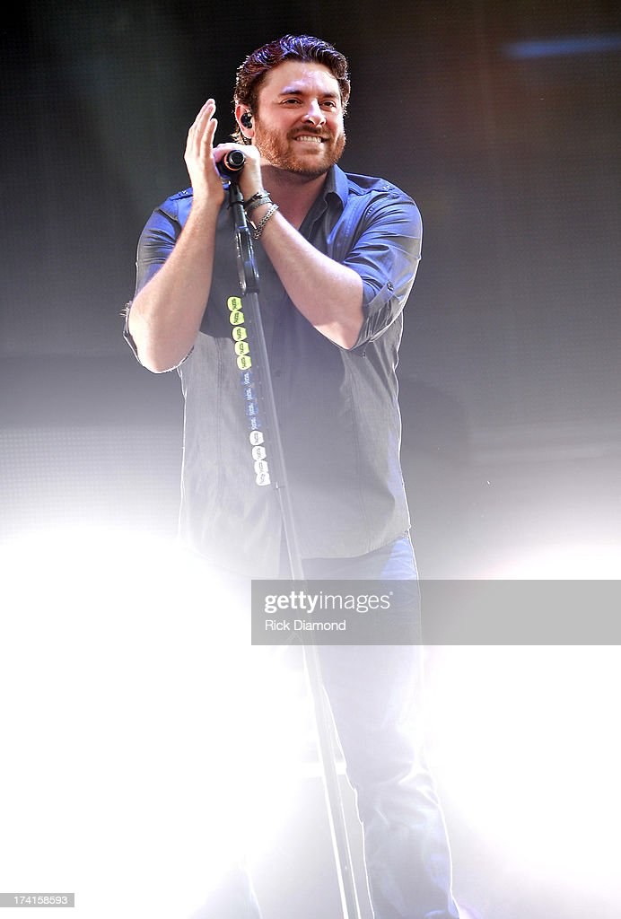 <a gi-track='captionPersonalityLinkClicked' href=/galleries/search?phrase=Chris+Young+-+Singer&family=editorial&specificpeople=221447 ng-click='$event.stopPropagation()'>Chris Young</a> performs at Country Thunder - Twin Lakes, Wisconsin - Day 3 on July 20, 2013 in Twin Lakes, Wisconsin.
