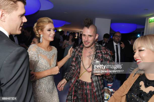 Chris Zylka Paris Hilton Cole Whittle and JinJoo Lee attend the amfAR Gala Cannes 2017 at Hotel du CapEdenRoc on May 25 2017 in Cap d'Antibes France
