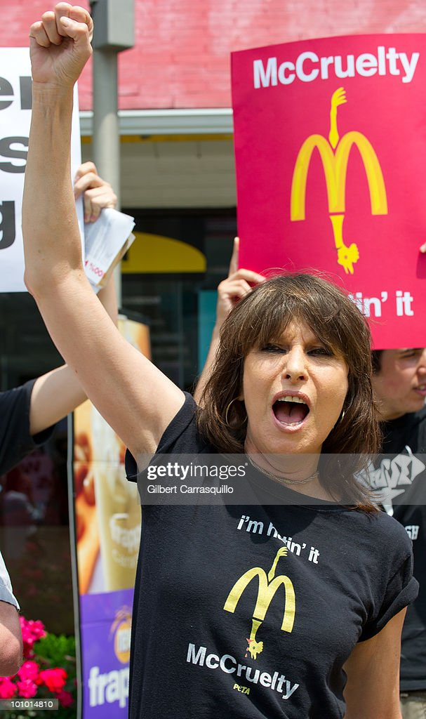 Chrissie Hynde kicks off PETA's 'I'm Hatin' It' campaign outside a McDonald's on May 27, 2010 in Philadelphia, Pennsylvania.