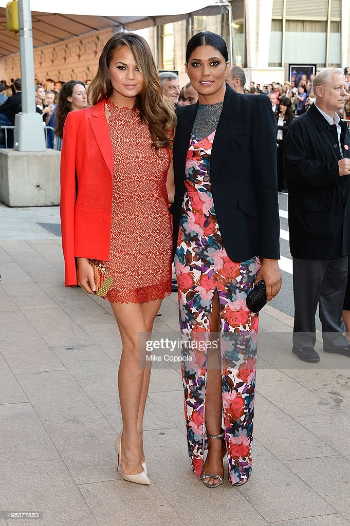 Chrissy Teigen and <a gi-track='captionPersonalityLinkClicked' href=/galleries/search?phrase=Rachel+Roy+-+Fashion+Designer&family=editorial&specificpeople=210895 ng-click='$event.stopPropagation()'>Rachel Roy</a> attend the 2014 CFDA fashion awards at Alice Tully Hall, Lincoln Center on June 2, 2014 in New York City.