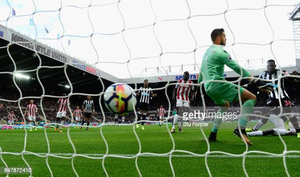 Christian Atsu scores the opening goal during the Premier League match between Newcastle United and Stoke City at St James Park on September 16 2017...