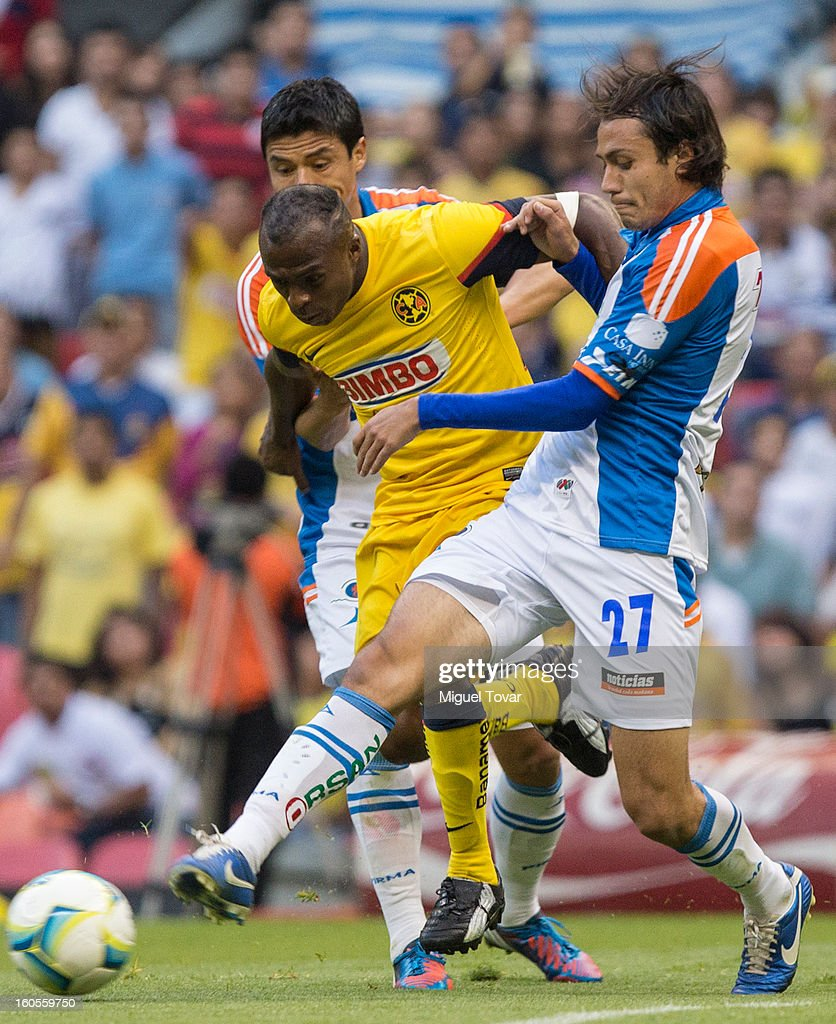 Christian Benitez of America fights for the ball with Christian Perez of Queretaro during a Clausura 2013 Liga MX match at Azteca Stadium on February 02, 2013 in Mexico City, Mexico.