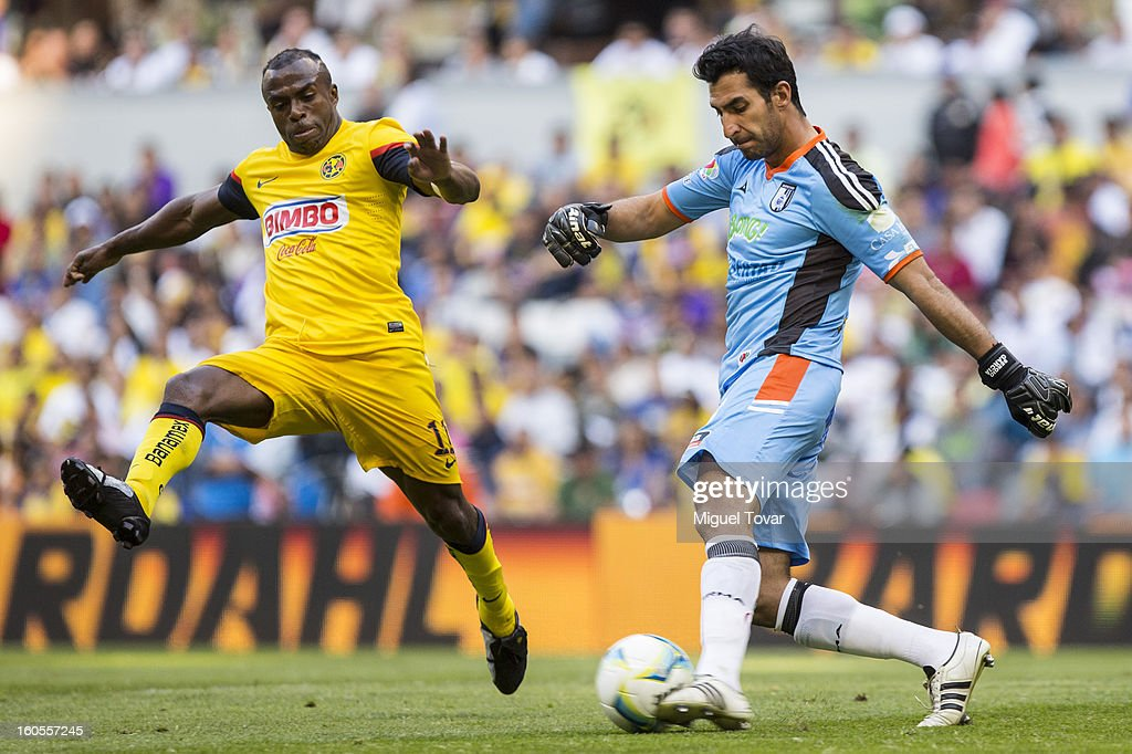 Christian Benitez of America fights for the ball with Sergio Garcia of Queretaro during a Clausura 2013 Liga MX match at Azteca Stadium on February 02, 2013 in Mexico City, Mexico.