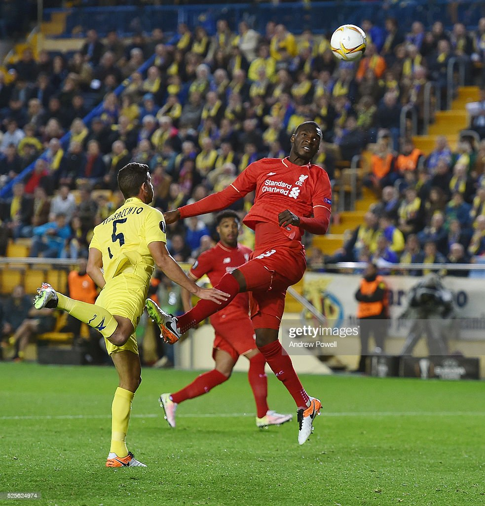 Christian Benteke of Liverpool goes up with Mateo Musacchio of Villarreal during the UEFA Europa League Semi Final: First Leg match between Villarreal CF and Liverpool on April 28, 2016 in Villarreal, Spain.