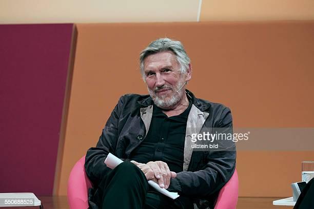 Christian Brückner Schauspieler Sprecher D liest bei der hr2Hörbuchnacht im hrSendesaal in Frankfurt am Main aus dem Hörbuch 'Erinnerungen an eine...