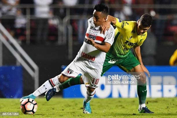 Christian Cueva of Brazils Sao Paulo vies for the ball with Tomas Cardona of Argentina's Defensa y Justicia during their 2017 Copa Sudamericana...