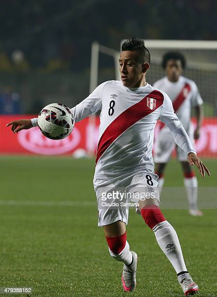 Christian Cueva of Peru controls the ball during the 2015 Copa America Chile Third Place Playoff match between Peru and Paraguay at Ester Roa...