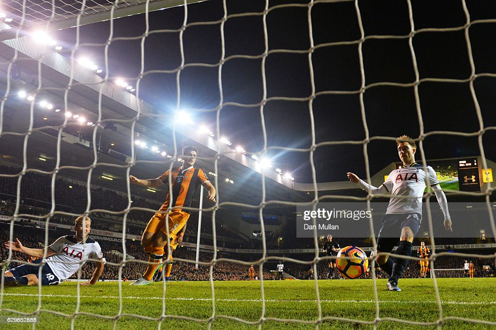 Christian Eriksen of Tottenham Hotspur (R) scores his sides second goal during the Premier League match between Tottenham Hotspur and Hull City at White Hart Lane on December 14, 2016 in London, England.