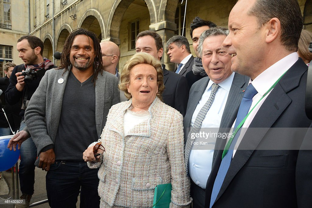 <a gi-track='captionPersonalityLinkClicked' href=/galleries/search?phrase=Christian+Karembeu&family=editorial&specificpeople=228704 ng-click='$event.stopPropagation()'>Christian Karembeu</a>, <a gi-track='captionPersonalityLinkClicked' href=/galleries/search?phrase=Bernadette+Chirac&family=editorial&specificpeople=206432 ng-click='$event.stopPropagation()'>Bernadette Chirac</a>, Claude Griscelli and guests attend the Launch Of The 25th Edition Of The 'Pieces Jaunes' Charity Campaign's At Hopital Universitaire Necker-Enfants Malades on January 8, 2014 in Paris, France.