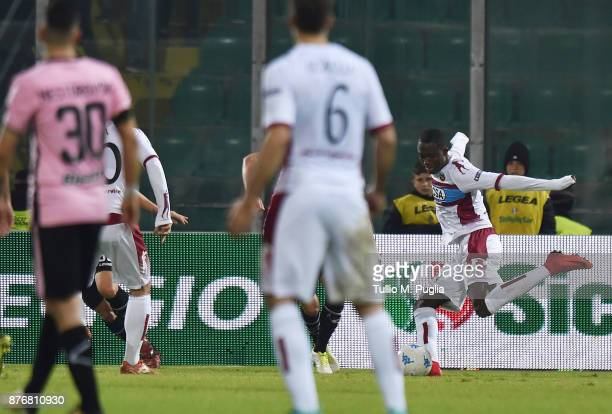 Christian Kouame of Cittadella scores the opening goal during the Serie B match between US Citta' di Palermo and Cittadella at Stadio Renzo Barbera...