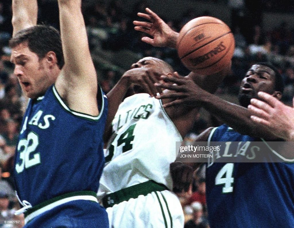 Christian Laettner L and Michael Finley R of t
