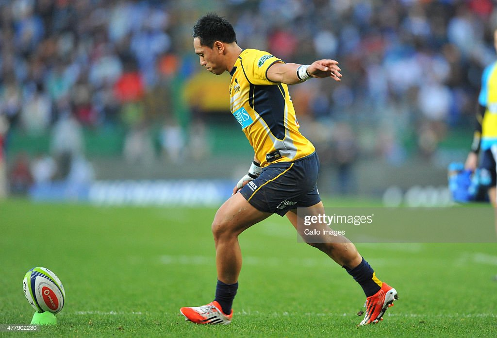 Christian Lealiifano of the Brumbies converts during the Super Rugby Qualifying Final match between DHL Stormers and Brumbies at DHL Newlands Stadium...