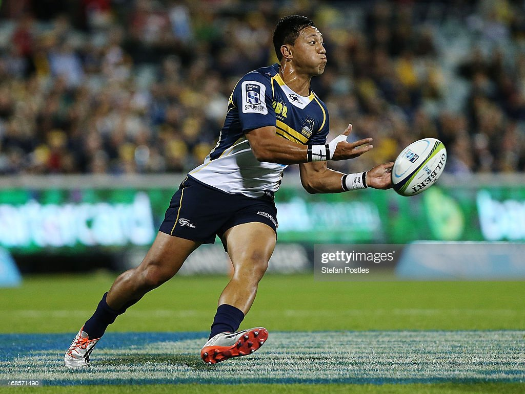 Christian Lealiifano of the Brumbies passes the ball during the round eight Super Rugby match between the Brumbies and the Cheetahs at GIO Stadium on...