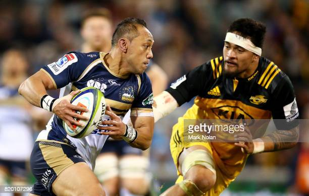 Christian Lealiifano of the Brumbies runs the ball during the Super Rugby Quarter Final match between the Brumbies and the Hurricanes at Canberra...
