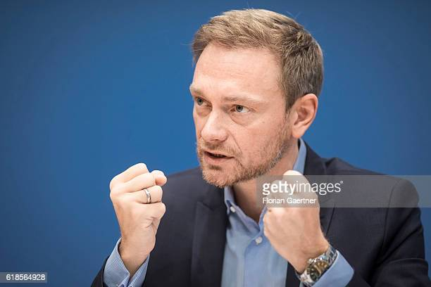 Christian Lindner leader of the liberal party Free Democratic Party of Germany is pictured during a press conference on October 27 2016 in Berlin...