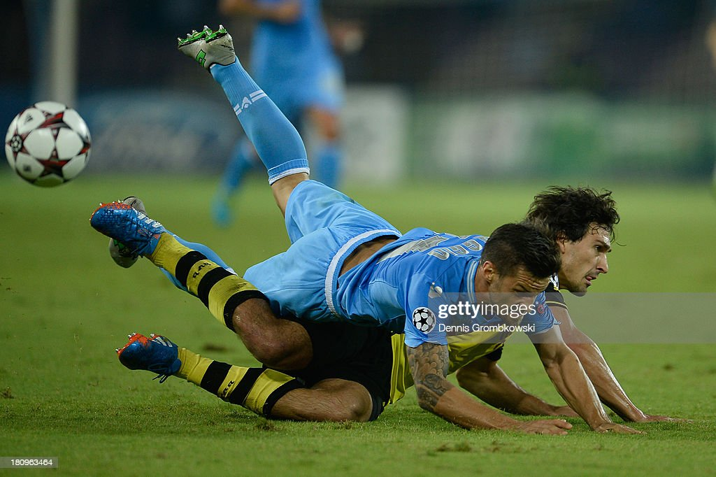 <a gi-track='captionPersonalityLinkClicked' href=/galleries/search?phrase=Christian+Maggio&family=editorial&specificpeople=2131601 ng-click='$event.stopPropagation()'>Christian Maggio</a> of SSC Napoli and <a gi-track='captionPersonalityLinkClicked' href=/galleries/search?phrase=Mats+Hummels&family=editorial&specificpeople=595395 ng-click='$event.stopPropagation()'>Mats Hummels</a> of Borussia Dortmund battle for the ball during the UEFA Champions League Group F match between SSC Napoli and Borussia Dortmund at Stadio San Paolo on September 18, 2013 in Naples, Italy.