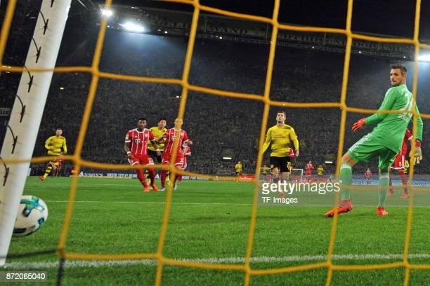 Christian Mate Pulisic of Dortmund shoots past the goal during the German Bundesliga match between Borussia Dortmund v Bayern Munchen at the Signal...