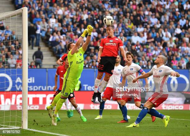 Christian Mathenia of Hamburg makes a save from Pablo de Blasis of Mainz during the Bundesliga match between Hamburger SV and 1 FSV Mainz 05 at...