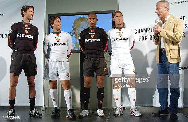 Christian Panucci Vincenzo Montella and Olivier Dacourt of AS ROMA and Francesco Totti captain of team AS ROMA with Roberto Bettega