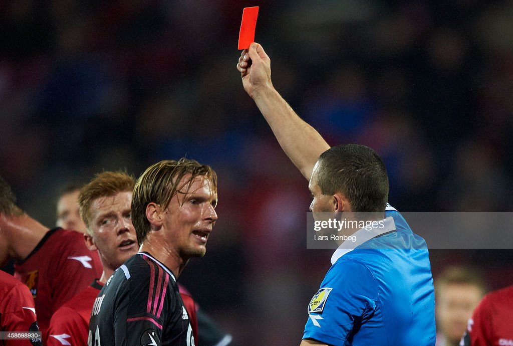 <a gi-track='captionPersonalityLinkClicked' href=/galleries/search?phrase=Christian+Poulsen&family=editorial&specificpeople=228068 ng-click='$event.stopPropagation()'>Christian Poulsen</a> of FC Copenhagen receives a red card from Referee Mads-Kristoffer Kristoffersen during the Danish Superliga match between FC Nordsjalland and FC Copenhagen at Farum Park on November 9, 2014 in Farum, Denmark.