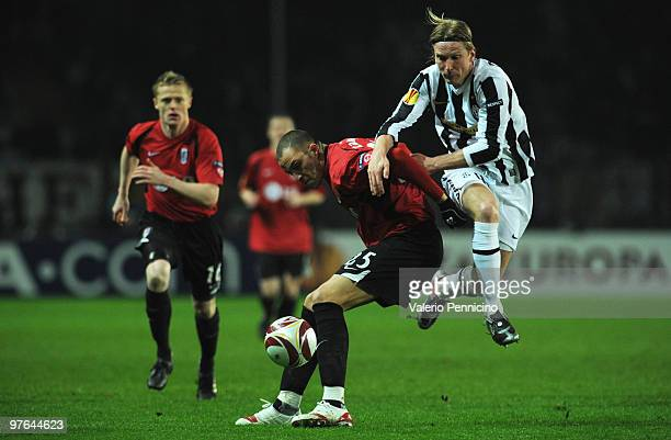 Christian Poulsen of Juventus FC battles for the ball with Bobby Zamora of Fulham FC during the UEFA Europa League last 16 first leg match between...