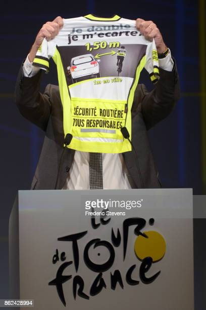 Christian Prudhomme director of Tour de France presents the '' La route se partage '' jersey which recommends motorists to leave a gap of 150 meters...
