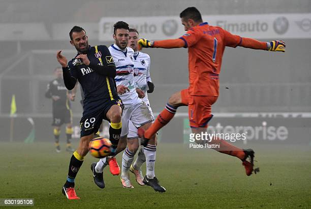 Christian Puggioni of Sampdoria and Riccardo Meggiorini of Chievo during the Serie A match between AC ChievoVerona and UC Sampdoria at Stadio...