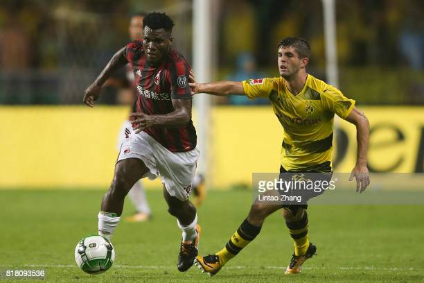 Christian Pulisic of Borussia Dortmund competes for the ball with Frank Kessie of AC Milan during the 2017 International Champions Cup football match...