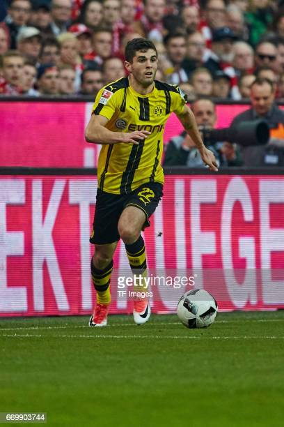 Christian Pulisic of Dortmund controls the ball during the Bundesliga match between Bayern Muenchen and Borussia Dortmund at Allianz Arena on April 8...