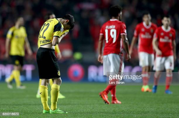 Christian Pulisic of Dortmund looks dejected after the UEFA Champions League Round of 16 first leg match between SL Benfica and Borussia Dortmund at...
