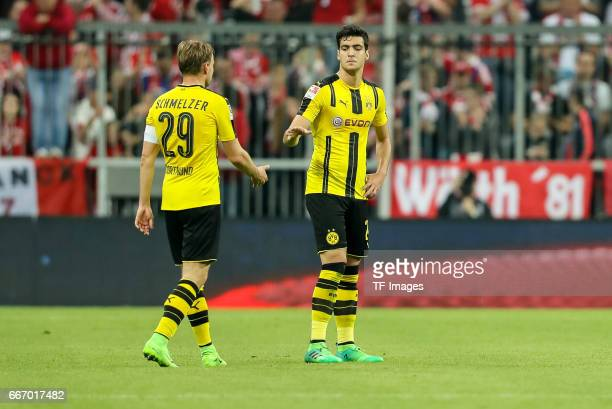 Christian Pulisic of Dortmund Marcel Schmelzer of Dortmund looks dejected during the Bundesliga match between Bayern Muenchen and Borussia Dortmund...