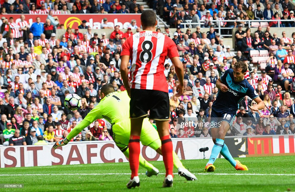 Christian Stuani of Middlesbrough scores his team's second goal during the Premier League match between Sunderland and Middlesbrough at Stadium of Light on August 21, 2016 in Sunderland, England.