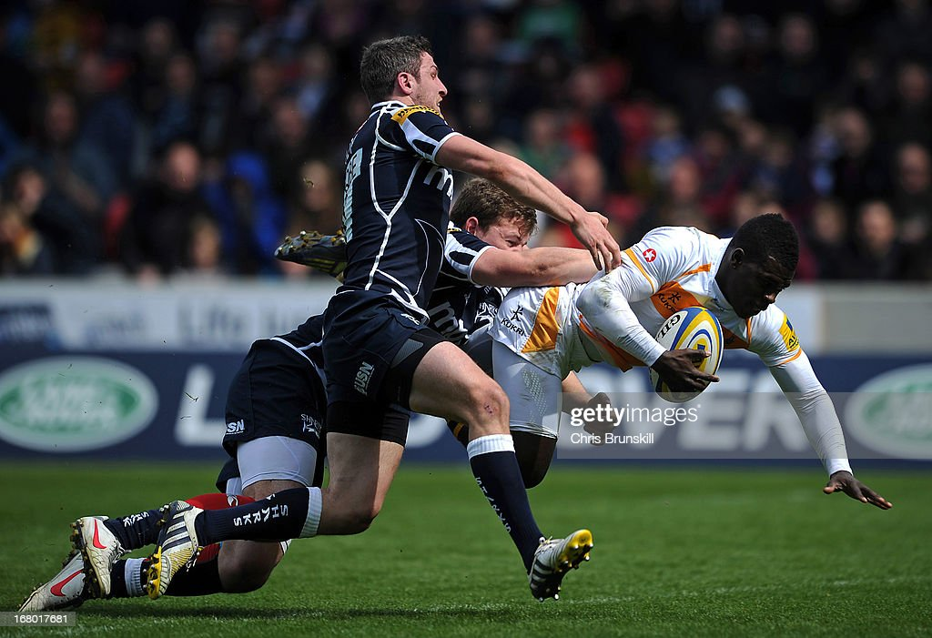 <a gi-track='captionPersonalityLinkClicked' href=/galleries/search?phrase=Christian+Wade&family=editorial&specificpeople=4948108 ng-click='$event.stopPropagation()'>Christian Wade</a> of London Wasps goes over for a try under pressure from <a gi-track='captionPersonalityLinkClicked' href=/galleries/search?phrase=Tom+Brady+-+Rugby+Union+Player&family=editorial&specificpeople=13635212 ng-click='$event.stopPropagation()'>Tom Brady</a> of Sale Sharks during the Aviva Premiership match between Sale Sharks and London Wasps at the Salford City Stadium on May 04, 2013 in Salford, England.
