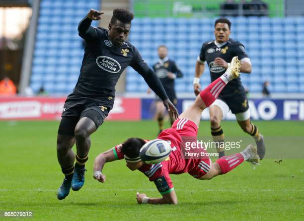 Christian Wade of Wasps and Marcus Smith of Harlequins during the European Rugby Champions Cup match between Wasps and Harlequins at Ricoh Arena on...