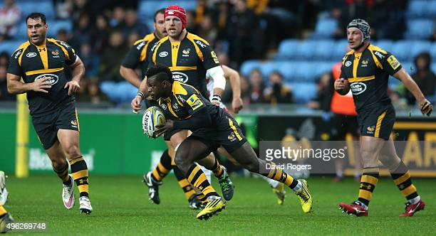 Christian Wade of Wasps breaks clear to score the first try during the Aviva Premiership match between Wasps and Gloucester at The Ricoh Arena on...