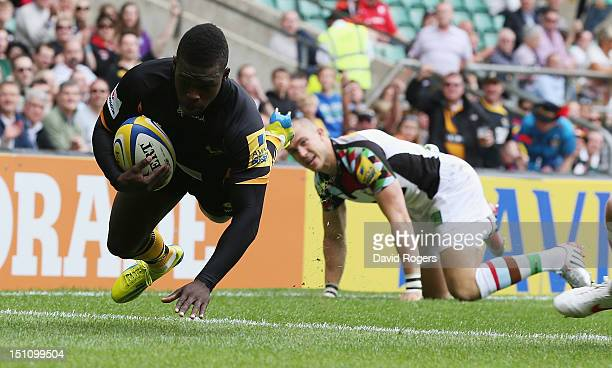 Christian Wade of Wasps dives over for a try during the Aviva Premiership match between London Wasps and Harlequins at Twickenham Stadium on...