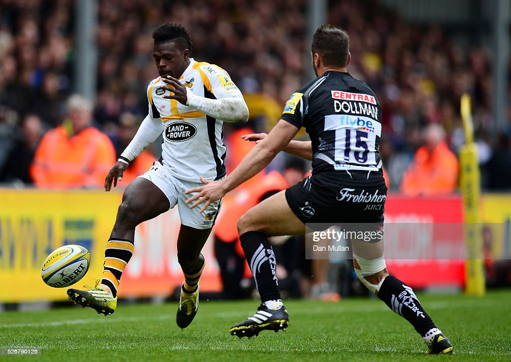 <a gi-track='captionPersonalityLinkClicked' href=/galleries/search?phrase=Christian+Wade&family=editorial&specificpeople=4948108 ng-click='$event.stopPropagation()'>Christian Wade</a> of Wasps kicks past Phil Dollman of Exeter Chiefs during the Aviva Premiership match between Exeter Chiefs and Wasps at Sandy Park on May 01, 2016 in Exeter, England.