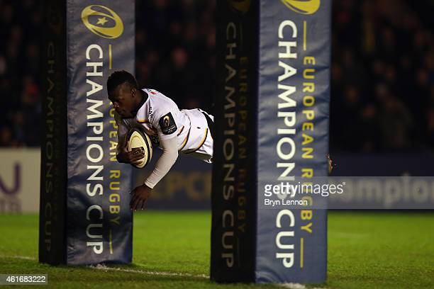 Christian Wade of Wasps scores the opening try during the European Rugby Champions Cup match between Harlequins and Wasps at Twickenham Stoop on...