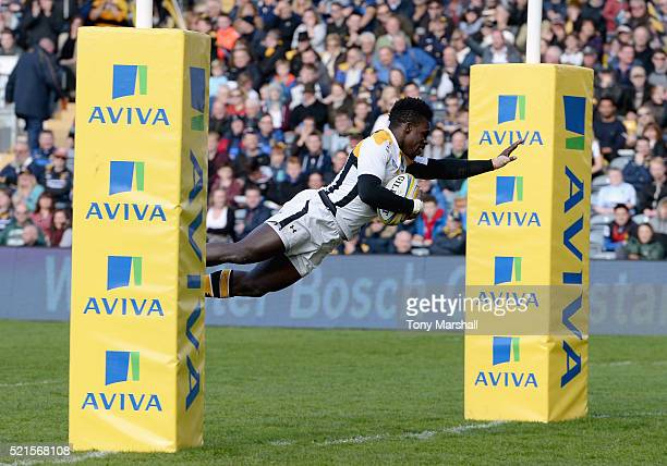 Christian Wade of Wasps scoring his fifth try of the match during the Aviva Premiership match between Worcester Warriors and Wasps at Sixways Stadium...