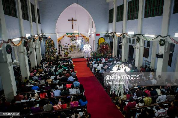 Christian worshipers attend Christmas Eve mass at Hati Kudus church on December 24 2014 in Banda Aceh Indonesia Aceh is the only province to...