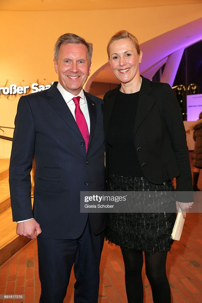 christian wulff and his wife bettina wulff during the opening concert of the elbphilharmonie concert hall - Bettina Wulff Lebenslauf