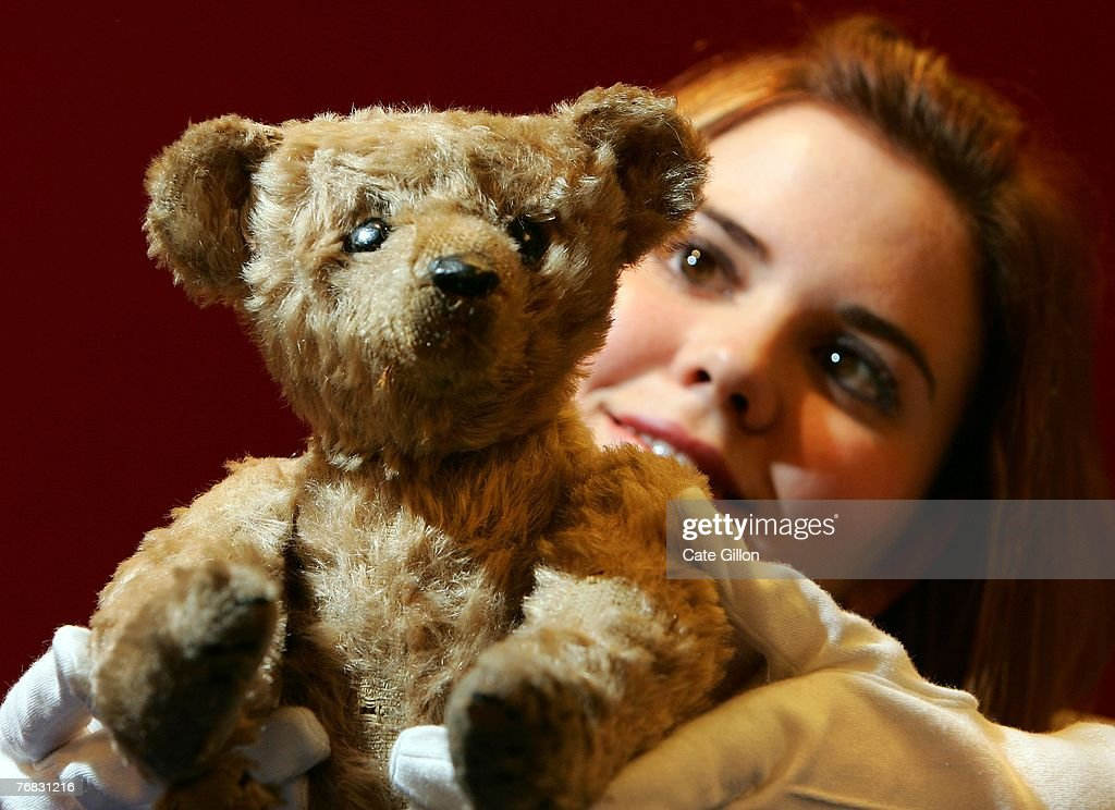 Christies intern Lynsey Haddow views 'Oscar' a rare Steiff PB28 Rod Bear from 1904 which is valued at an estimation between 8000 12000 GBP and will...