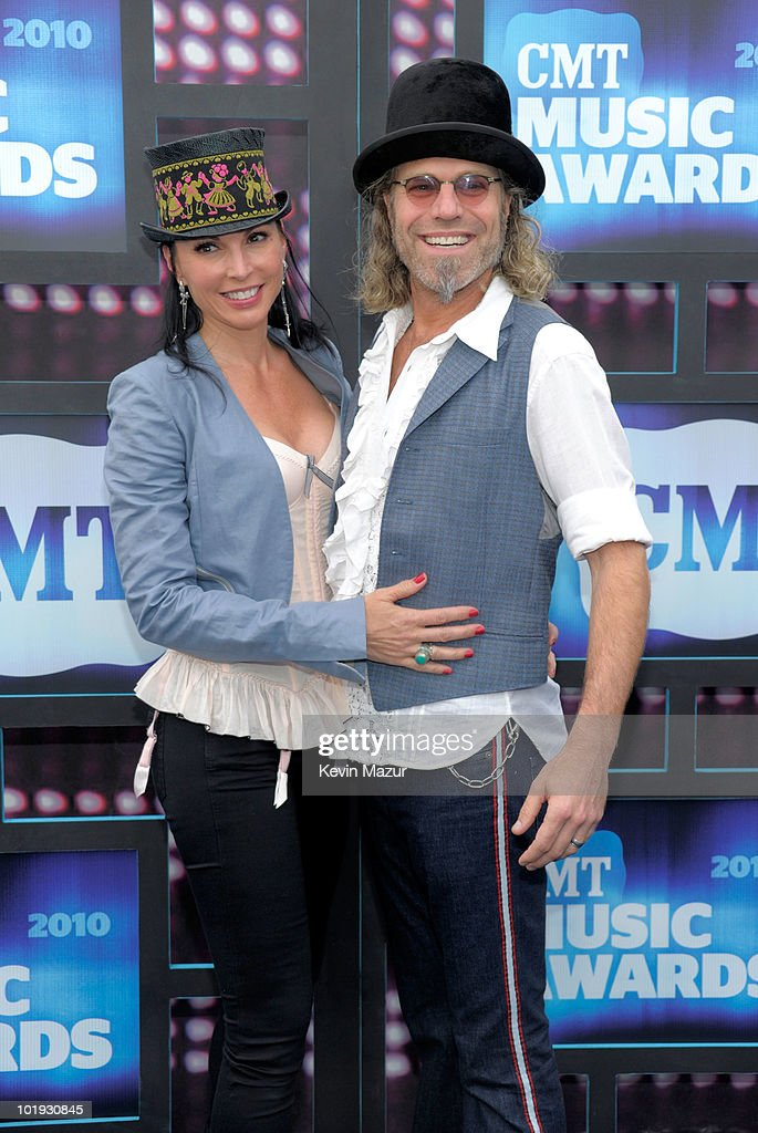 2010 CMT Music Awards - Red Carpet