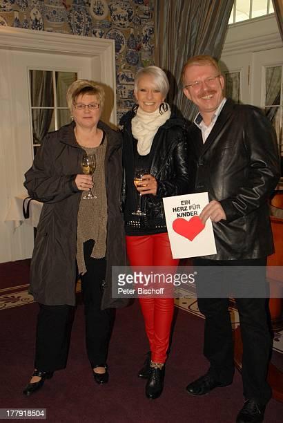 Christin Stark Anke Schierloh Ehemann Helmut Schierloh GewinnEinlösung '1 Tag mit Christin Stark' Begrüßung 'Park Hotel' SektEmpfang Bremen...