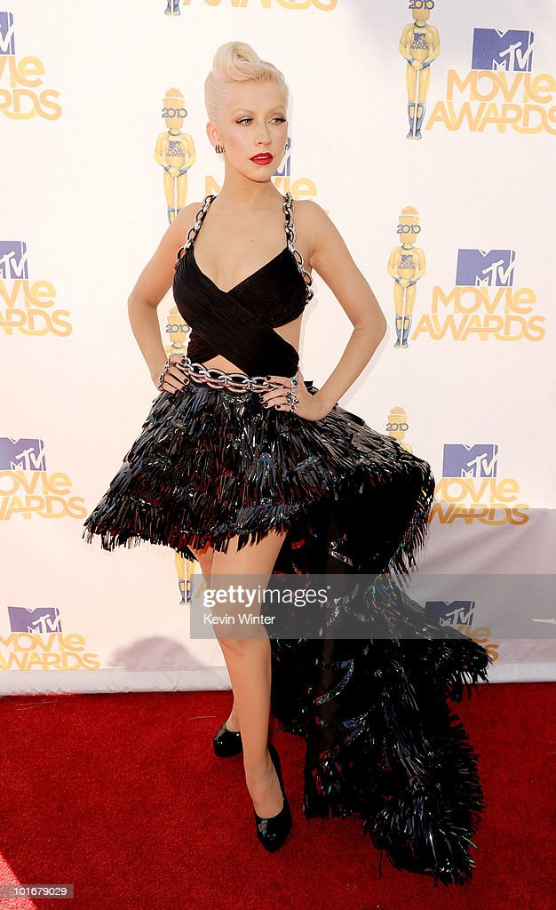 <a gi-track='captionPersonalityLinkClicked' href=/galleries/search?phrase=Christina+Aguilera&family=editorial&specificpeople=171272 ng-click='$event.stopPropagation()'>Christina Aguilera</a> arrives at the 2010 MTV Movie Awards held at the Gibson Amphitheatre at Universal Studios on June 6, 2010 in Universal City, California.