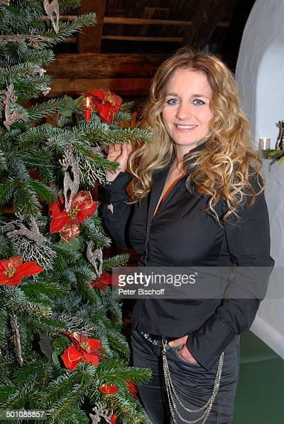 christmas with marianne michael photos et images de. Black Bedroom Furniture Sets. Home Design Ideas