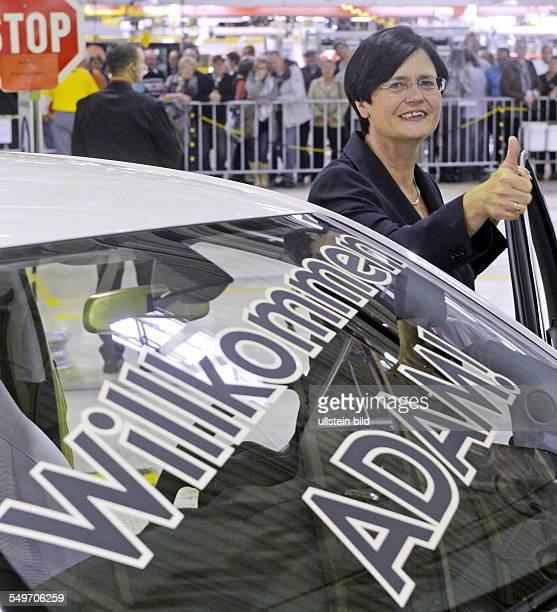 Christine Lieberknecht Ministerpraesidentin Thueringens CDU an dem Kleinwagen Adam waehrend des offiziellen Produktionsstartes des Opel Adam im...
