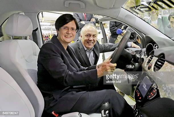 Christine Lieberknecht Ministerpraesidentin Thueringens CDU und Matthias Machnig Wirtschaftminister Thueringens SPD sitzen in einem Kleinwagen Adam...